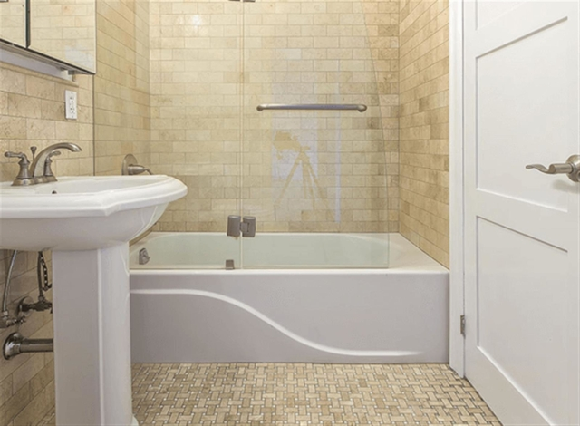 2 Bedrooms, Upper West Side Rental in NYC for $4,396 - Photo 2