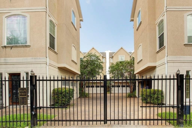 3 Bedrooms, Neartown - Montrose Rental in Houston for $2,800 - Photo 2