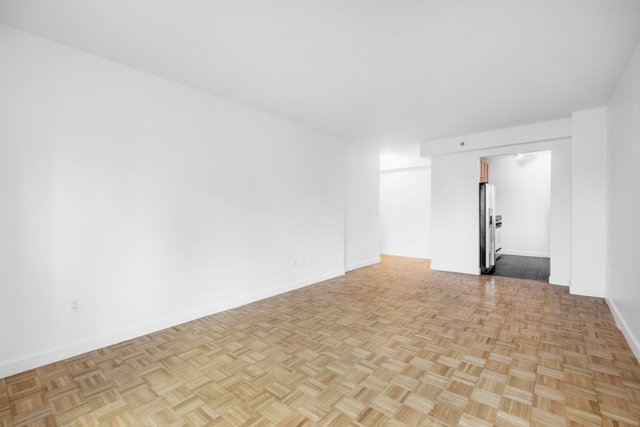 2 Bedrooms, Hell's Kitchen Rental in NYC for $3,833 - Photo 2