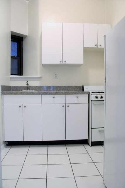 1 Bedroom, Yorkville Rental in NYC for $2,150 - Photo 2
