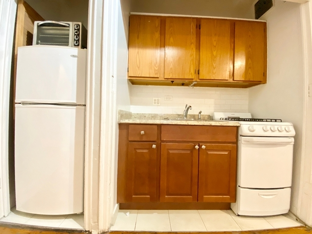 Studio, Hell's Kitchen Rental in NYC for $1,795 - Photo 2
