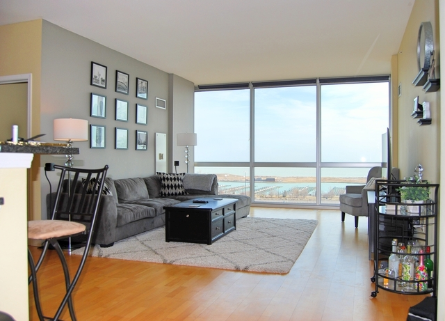 2 Bedrooms, Prairie District Rental in Chicago, IL for $2,850 - Photo 2