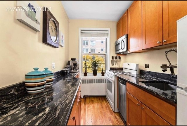 1 Bedroom, Hell's Kitchen Rental in NYC for $3,800 - Photo 2