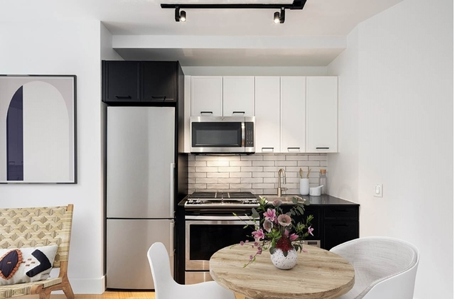 Studio, Financial District Rental in NYC for $2,170 - Photo 2