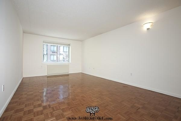 1 Bedroom, Battery Park City Rental in NYC for $2,837 - Photo 2