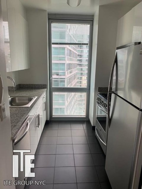 1 Bedroom, Hell's Kitchen Rental in NYC for $3,095 - Photo 2