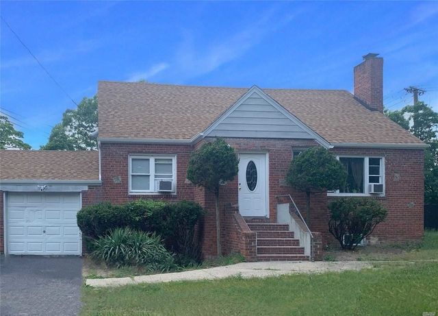 2 Bedrooms, Central Islip Rental in Long Island, NY for $1,800 - Photo 1