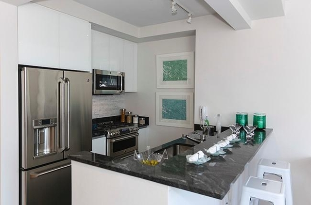 Studio, Lincoln Square Rental in NYC for $3,163 - Photo 2