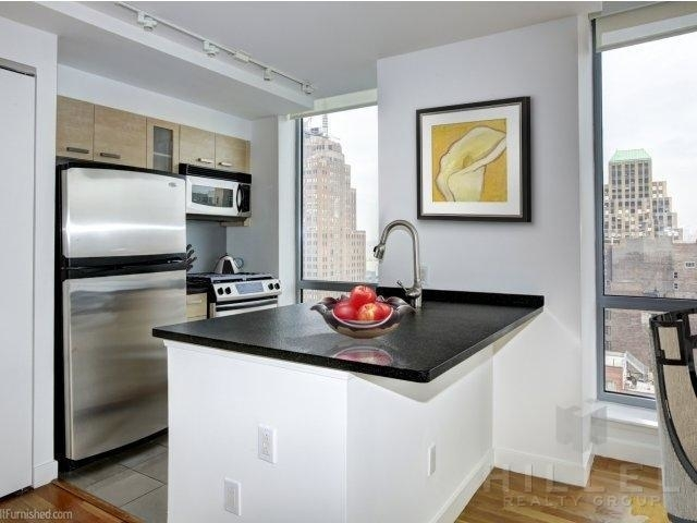 2 Bedrooms, Tribeca Rental in NYC for $6,171 - Photo 2