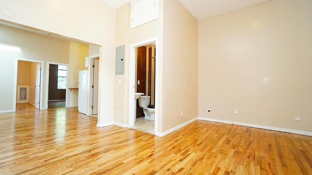 4 Bedrooms, Glendale Rental in NYC for $2,900 - Photo 2