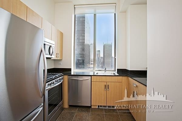 2 Bedrooms, Hell's Kitchen Rental in NYC for $4,833 - Photo 2