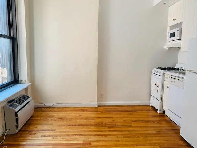 2 Bedrooms, Carnegie Hill Rental in NYC for $2,650 - Photo 1