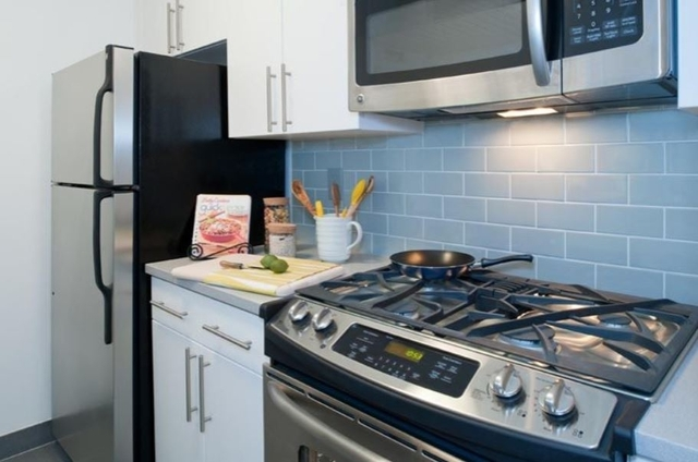 1 Bedroom, Theater District Rental in NYC for $2,310 - Photo 2