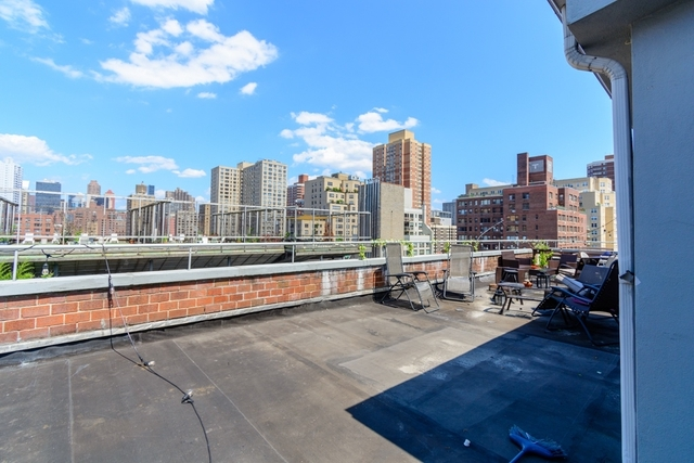 2 Bedrooms, Rose Hill Rental in NYC for $3,125 - Photo 2