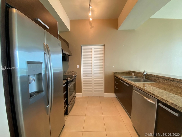 2 Bedrooms, Coral Way Rental in Miami, FL for $2,150 - Photo 2