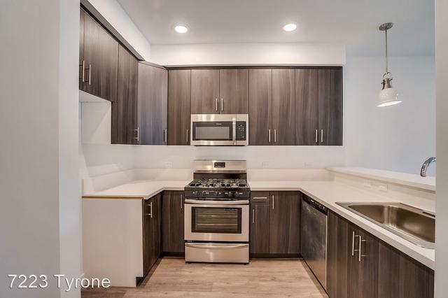 2 Bedrooms, Van Nuys Rental in Los Angeles, CA for $2,450 - Photo 2