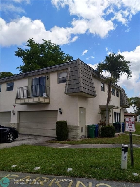 2 Bedrooms, Forest Hills Rental in Miami, FL for $1,375 - Photo 1