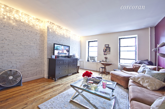 4 Bedrooms, Hell's Kitchen Rental in NYC for $4,400 - Photo 1