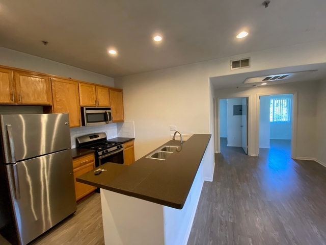 2 Bedrooms, Rampart Village Rental in Los Angeles, CA for $2,045 - Photo 2