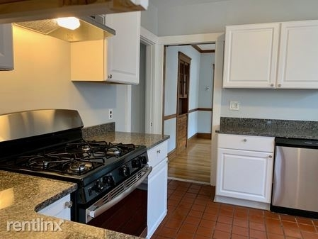 2 Bedrooms, Nonantum Rental in Boston, MA for $2,200 - Photo 1