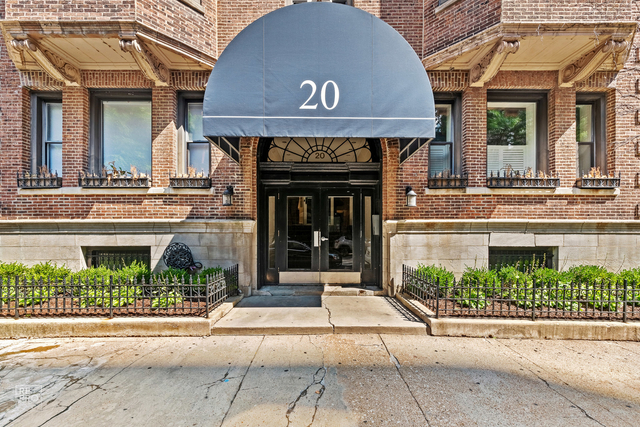 1 Bedroom, Gold Coast Rental in Chicago, IL for $1,950 - Photo 2