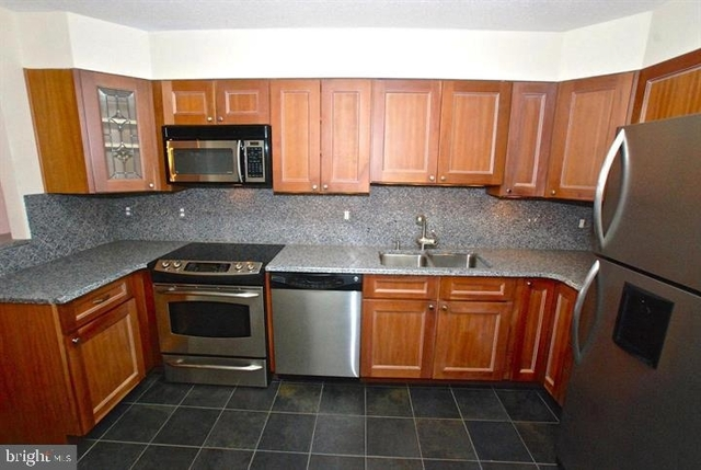 2 Bedrooms, Radnor - Fort Myer Heights Rental in Washington, DC for $2,800 - Photo 2