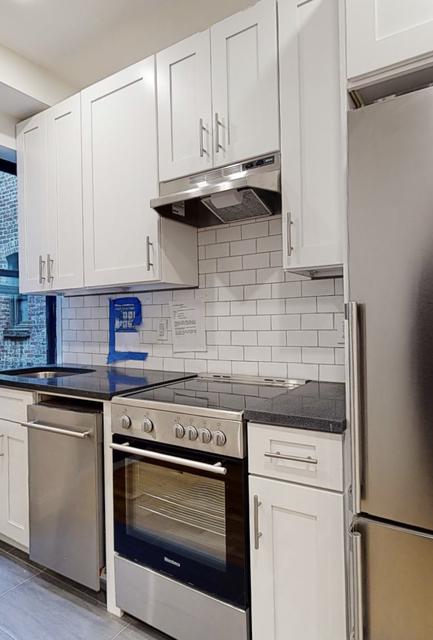 2 Bedrooms, Hell's Kitchen Rental in NYC for $2,666 - Photo 1