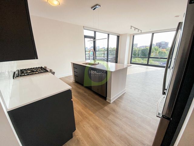 2 Bedrooms, River West Rental in Chicago, IL for $3,414 - Photo 1