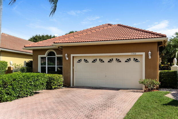 3 Bedrooms, Hampton Club Rental in Miami, FL for $2,760 - Photo 2