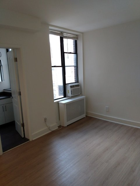 Studio, Lincoln Square Rental in NYC for $2,157 - Photo 2
