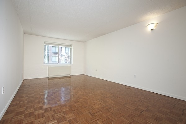 1 Bedroom, Battery Park City Rental in NYC for $3,290 - Photo 2