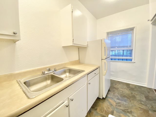 Studio, Hollywood Hills West Rental in Los Angeles, CA for $1,345 - Photo 2