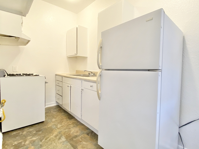 1 Bedroom, Hollywood Hills West Rental in Los Angeles, CA for $1,595 - Photo 2