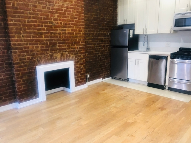 1 Bedroom, Yorkville Rental in NYC for $2,313 - Photo 2