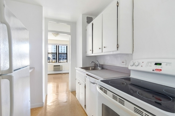 3 Bedrooms, LeFrak City Rental in NYC for $2,810 - Photo 2