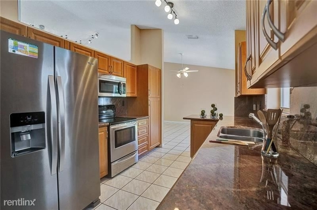 3 Bedrooms, Plantation Rental in Miami, FL for $2,500 - Photo 1