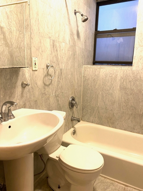 3 Bedrooms, Turtle Bay Rental in NYC for $4,450 - Photo 2