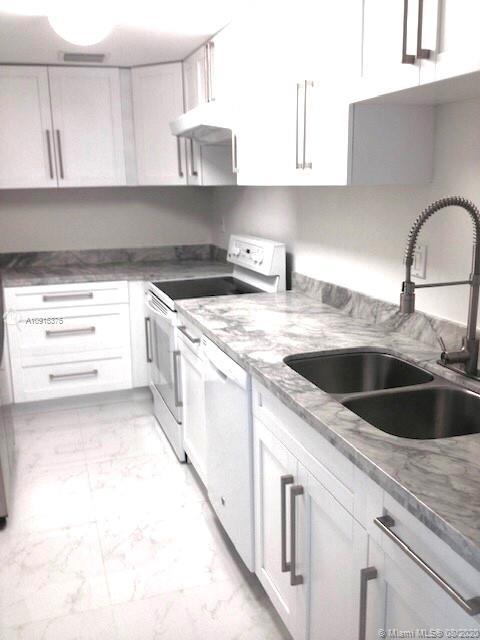 3 Bedrooms, Northeast Coconut Grove Rental in Miami, FL for $4,300 - Photo 2