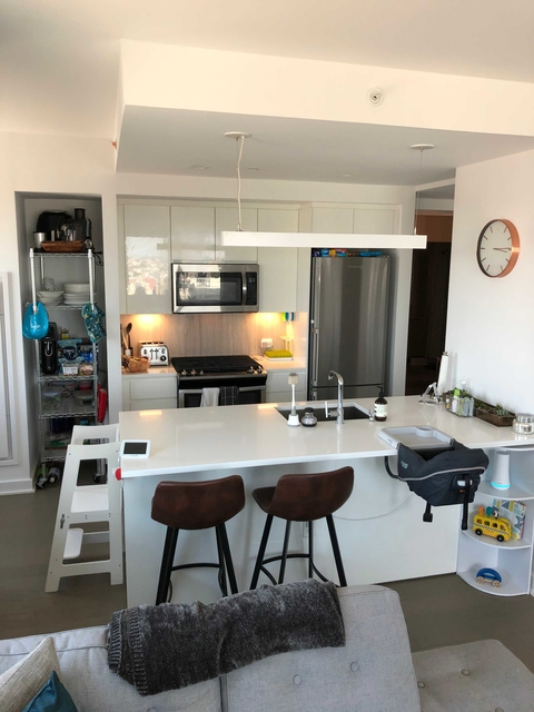 2 Bedrooms, Long Island City Rental in NYC for $5,132 - Photo 2