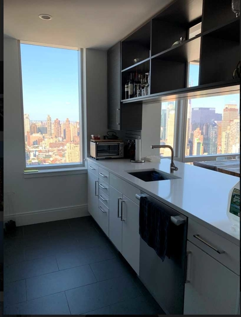 1 Bedroom, Hell's Kitchen Rental in NYC for $5,800 - Photo 2