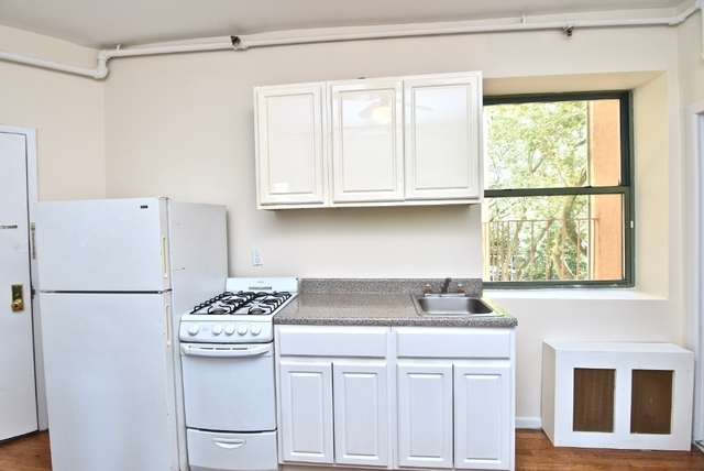 3 Bedrooms, Lincoln Square Rental in NYC for $2,829 - Photo 2
