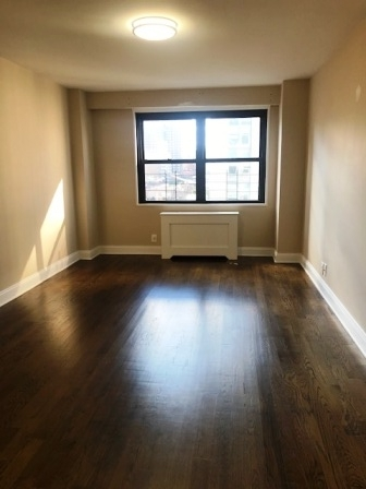 2 Bedrooms, Yorkville Rental in NYC for $5,125 - Photo 2