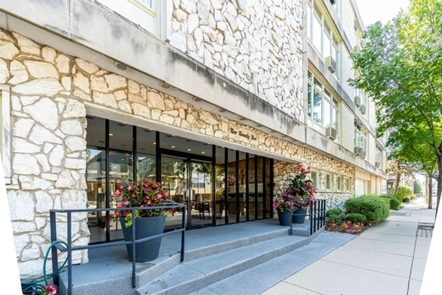 2 Bedrooms, Oak Park Rental in Chicago, IL for $2,100 - Photo 1