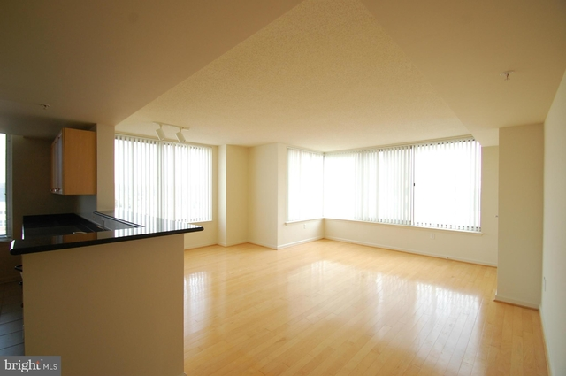 2 Bedrooms, Merrifield Rental in Washington, DC for $2,200 - Photo 2