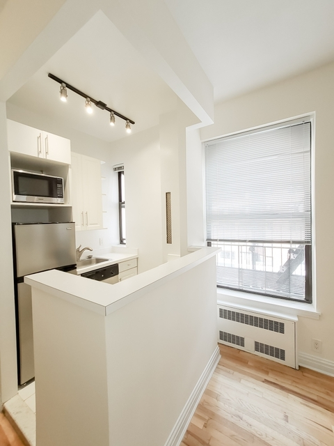 1 Bedroom, Upper East Side Rental in NYC for $2,307 - Photo 2
