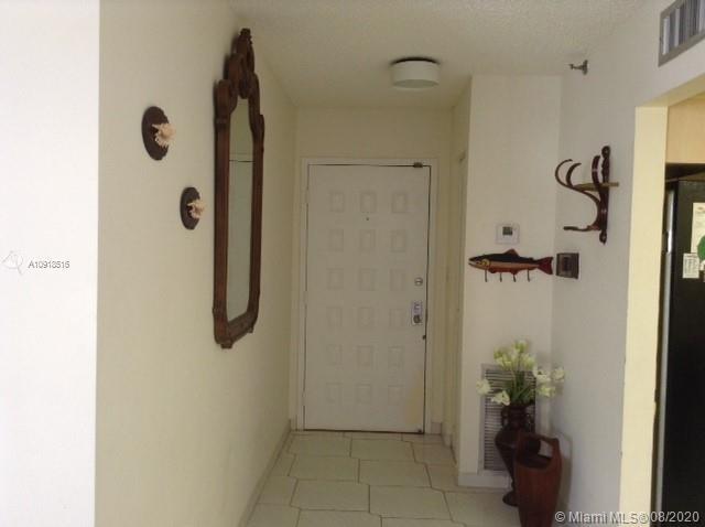 2 Bedrooms, Oceanfront Rental in Miami, FL for $2,400 - Photo 2