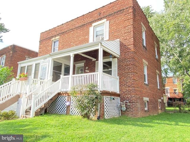 2 Bedrooms, Braddock Road Metro Rental in Washington, DC for $2,600 - Photo 1