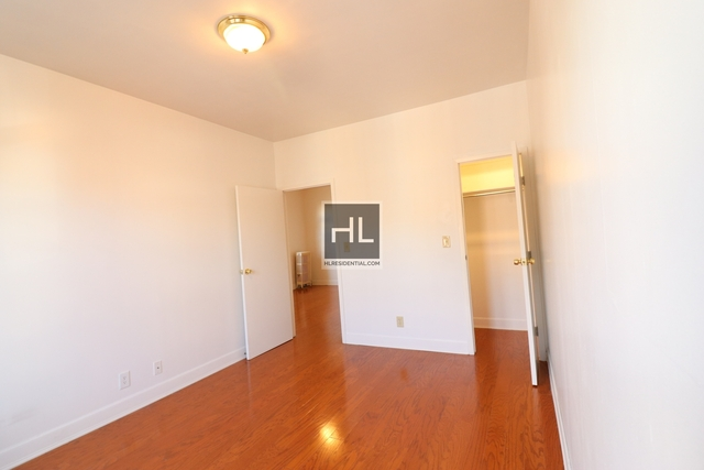 2 Bedrooms, Ditmars Rental in NYC for $2,200 - Photo 2