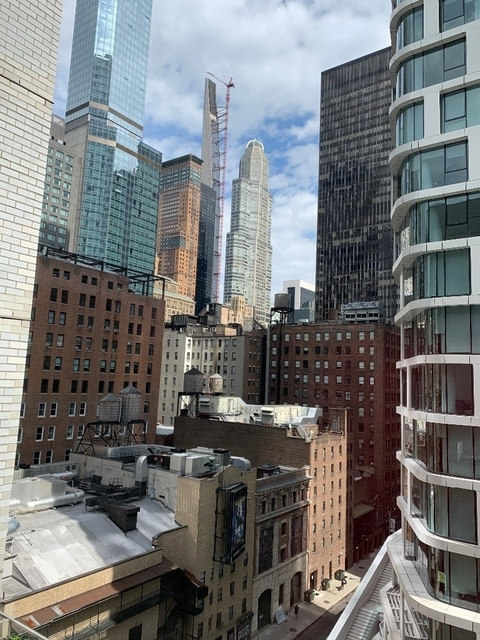 1 Bedroom, Theater District Rental in NYC for $2,596 - Photo 2