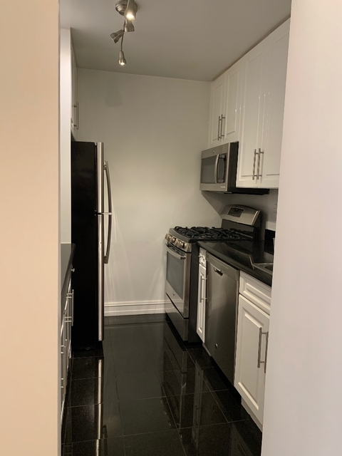 1 Bedroom, Theater District Rental in NYC for $2,485 - Photo 2